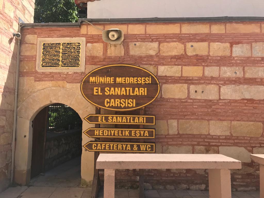 münire-medresesi-el sanatlari-carsisi