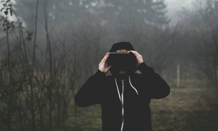 virtual-reality-1898441_1920 (1)